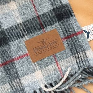 "Pendleton ""Motor Robe"" wool blanket w/ carrier"